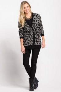 Leopar desenli hırkamız tam kışlık altına giyeceğiniz gri tonlarında bir jean çok güzel olacaktır markası defacto fiyatı ise 49.99 TL.